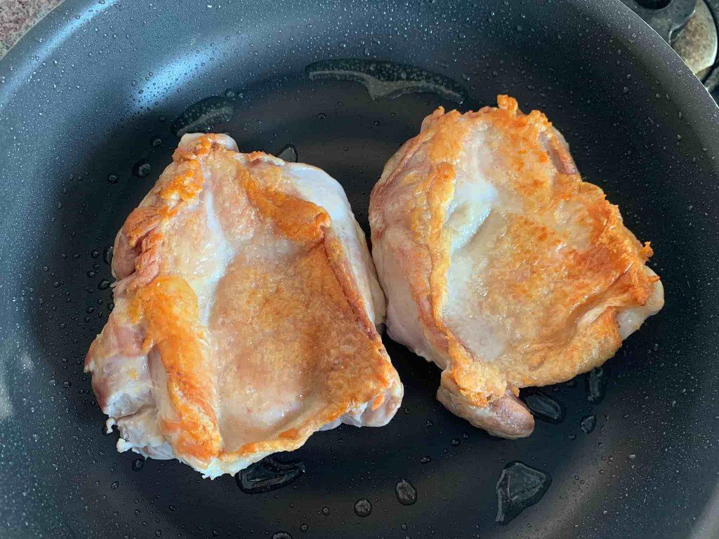 鶏肉(鶏もも肉)の照り焼き 鶏肉を焼く