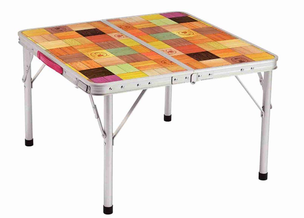 テーブルとチェア ロースタイル
